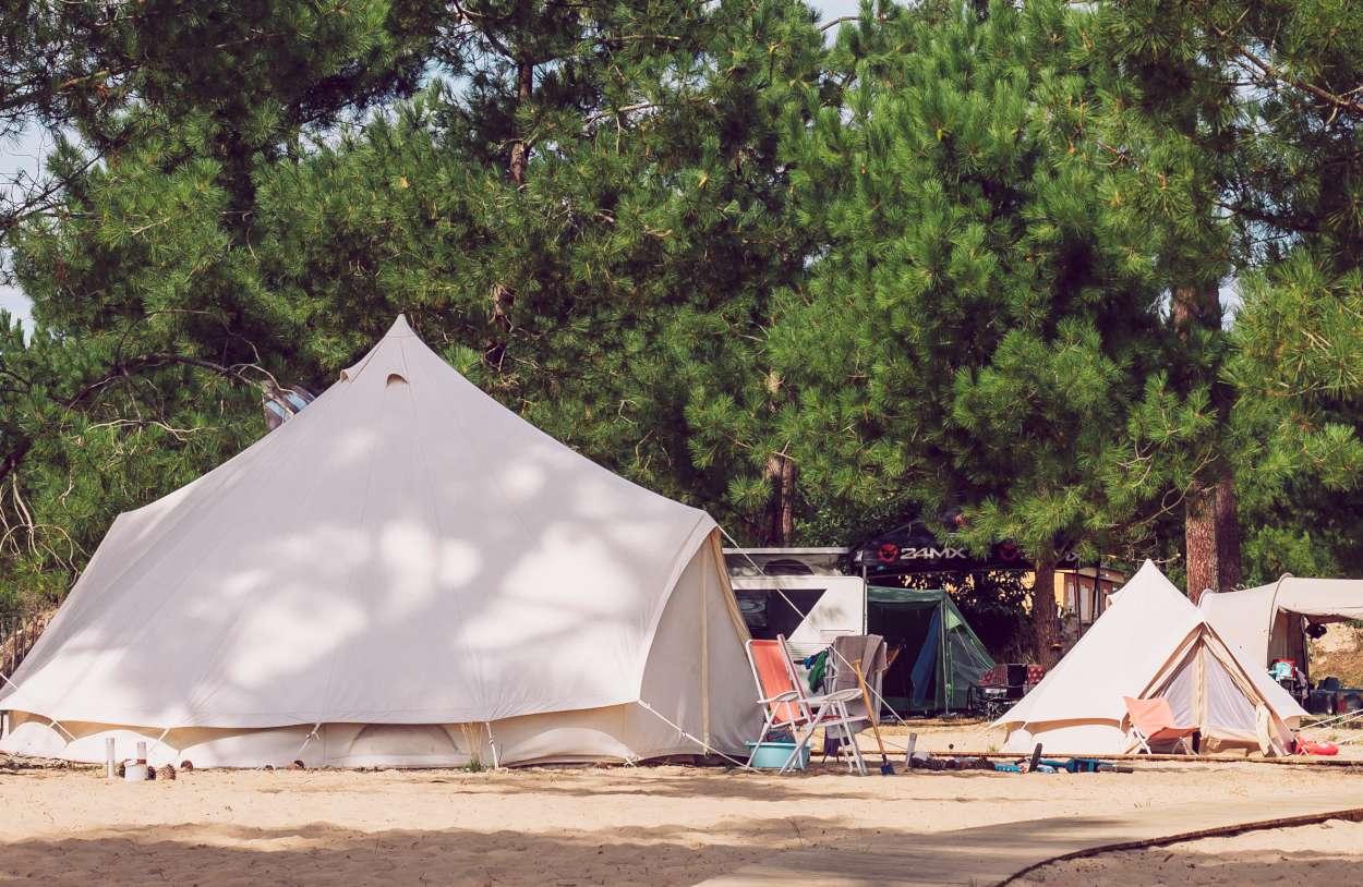 Veliki in mali glamping šotor